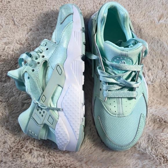 Nike Girl's Huarache Run SE SZ4Y Igloo/Wht NWOB